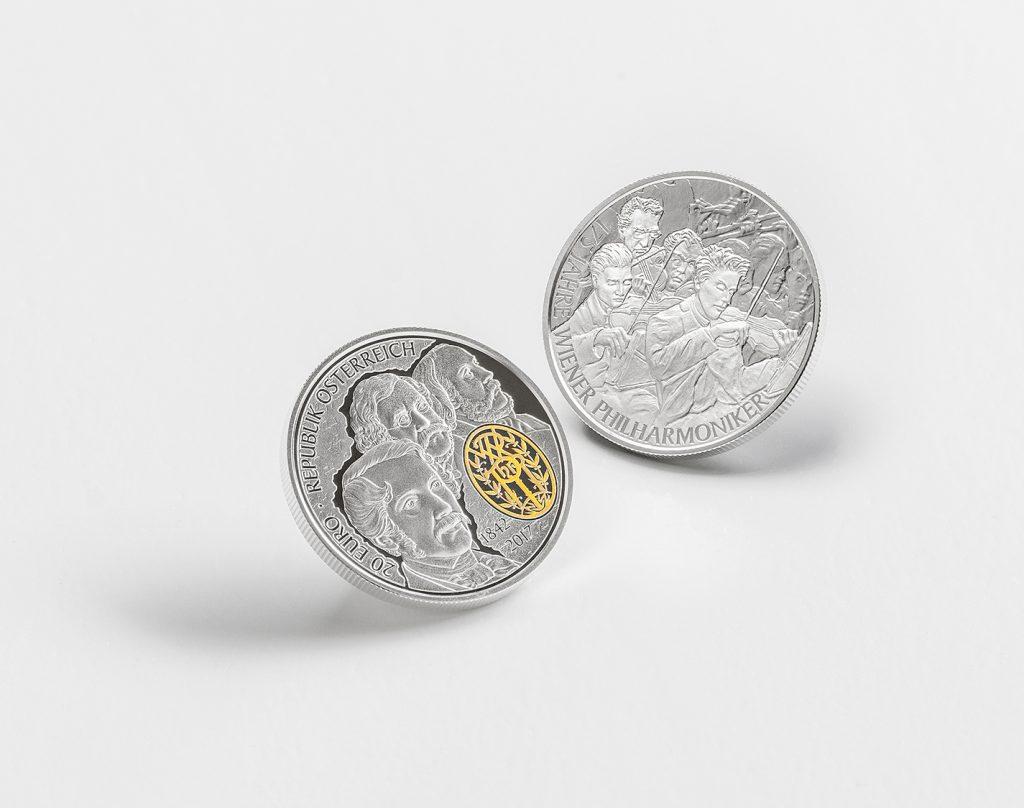 Silbermünzen auf weissem Hintergrund