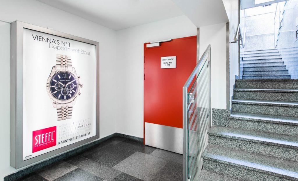 Eine Produktfoto einer Uhr auf Werbung